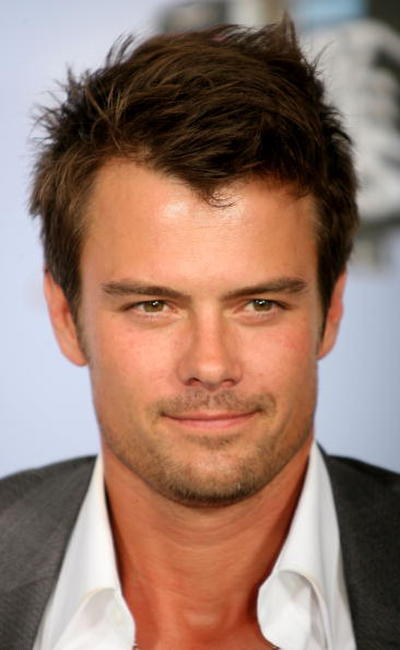 Josh Duhamel at the 2007 MTV Movie Awards.