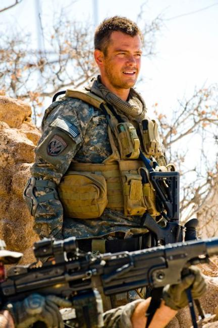 Josh Duhamel as US Army Major Lennox in