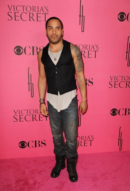Lenny Kravitz at the 2008 Victoria's Secret Fashion Show.