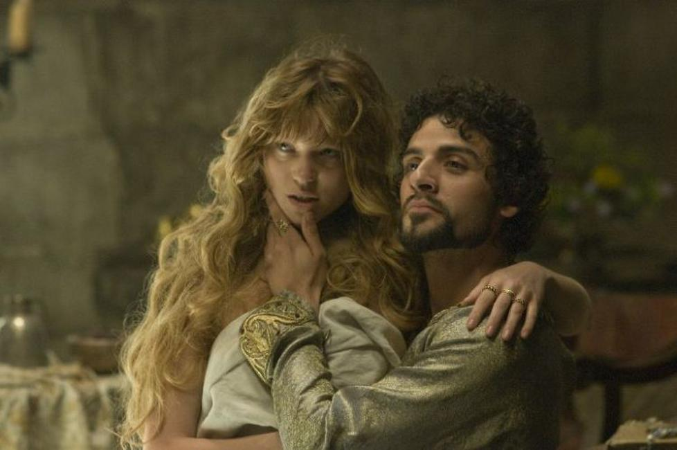 Lea Seydoux as Isabella of Angouleme and Oscar Isaac as Prince John in