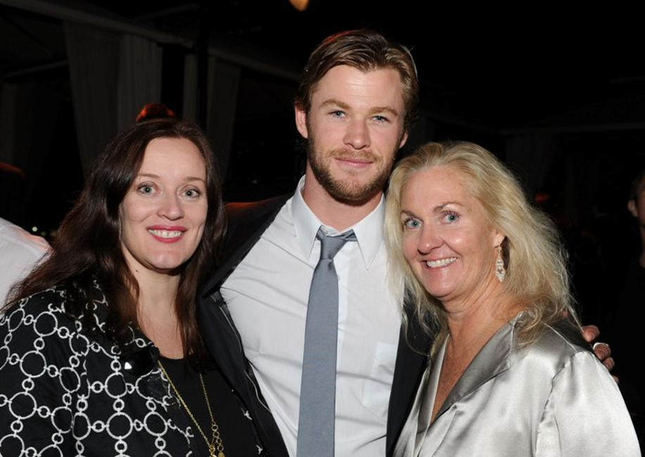Susie Dobson, Chris Hemsworth and Melissa Robinson at the Australians In Film's 2010 Breakthrough Awards.