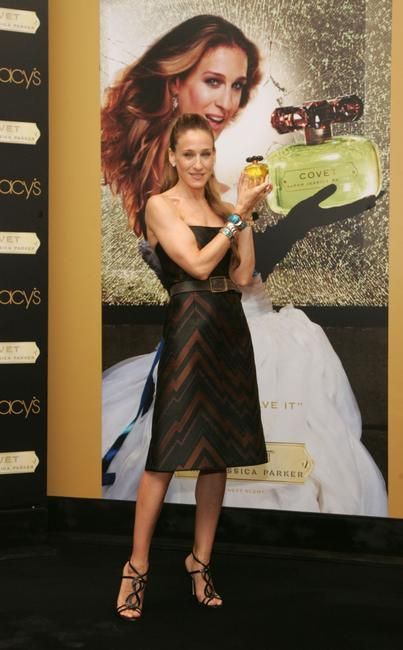 Sarah Jessica Parker at the Macy's in Herald Square to launch her new fragrance