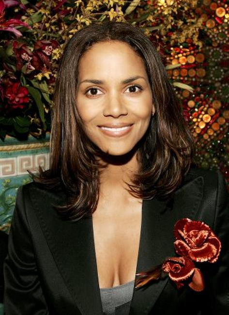Halle Berry at the 2005 National Board of Review of Motion Pictures Awards reception.