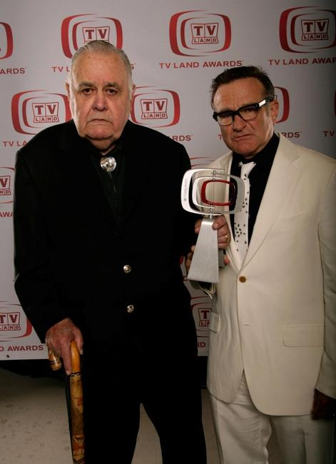 Jonathan Winters and Robin Williams at the 6th annual TV Land Awards.