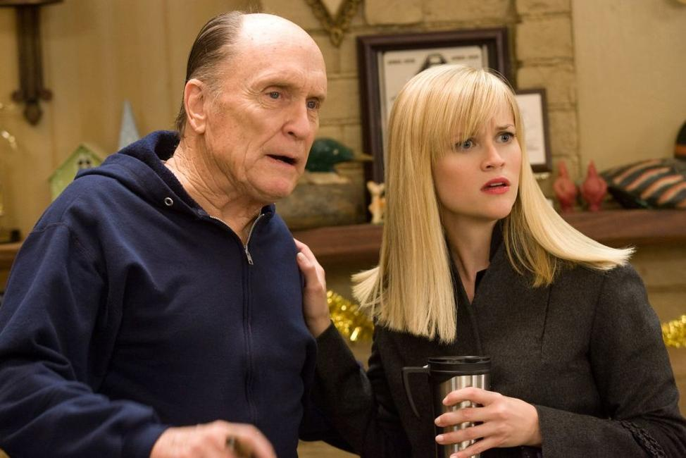 Robert Duvall as Howard and Reese Witherspoon as Kate in