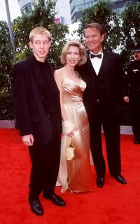 Glen Campbell with his wife and son at the 42nd Annual Grammy Awards.
