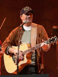 Kevin Costner and the Kevin Costner Band at the Mohegan Sun 10th Anniversary celebration.