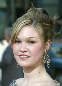 Julia Stiles at the Los Angeles premiere of