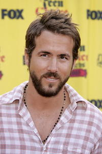 Ryan Reynolds at the 2005 Teen Choice Awards.
