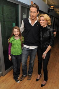 Abigail Breslin, Ryan Reynolds and Elizabeth Banks at the MTV's Total Request Live.