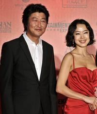 Song Kang-ho and Jeon Do-yeon at the Asian Film Awards 2008.