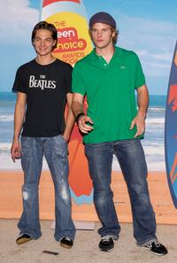 Gregory Smith and Chris Pratt at the 2004 Teen Choice Awards.