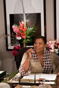 Queen Latifah as Paula Thomas in
