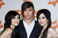 Lisa Origliasso, Zac Efron and Jessica Origliasso at the Nickelodeon Australian Kids' Choice Awards 2007.