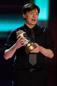 Mike Myers at the 2007 MTV Movie Awards, accepts the