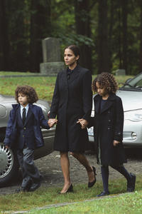 Micah Berry, Halle Berry and Alexis Llewellyn in