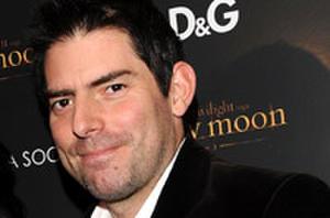 'New Moon' director Chris Weitz NOT Retiring