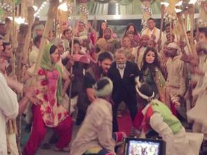 Matru Ki Bijlee Ka Mandola: Behind The Scenes (Featurette)