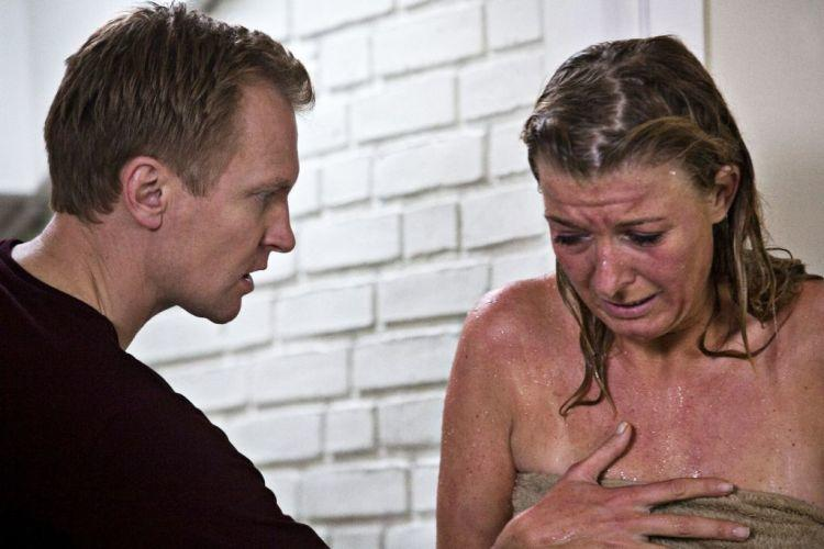 Ulrich Thomsen as Mikael and Paprika Steen as Sigrid in