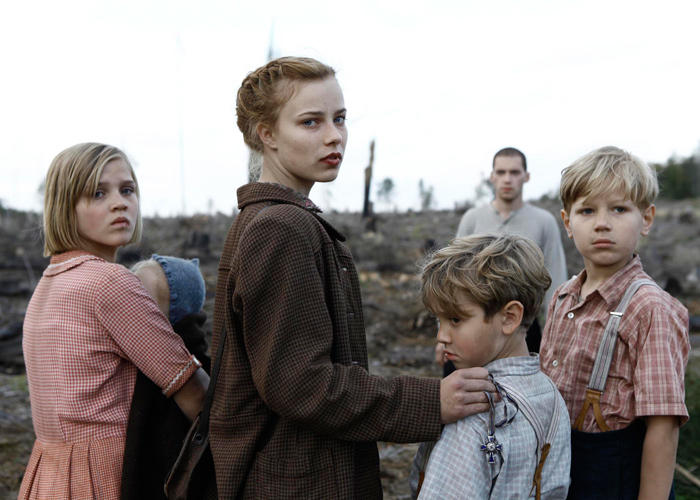 Nele Trebs as Liesel, Saskia Rosendahl as Lore, Mika Seidel as Jurgen and Andre Frid as Gunther in