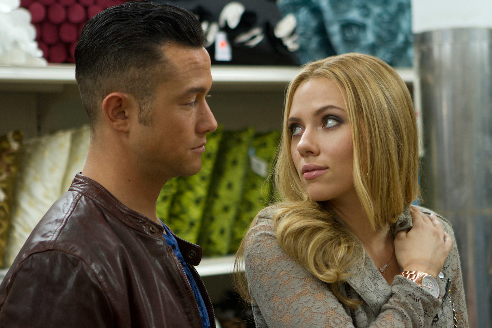Joseph Gordon-Levitt and Scarlett Johansson in