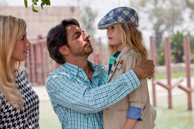 Jessica Lindsey as Julie, Eugenio Derbez as Valentin and Loreto Peralta as Maggie in
