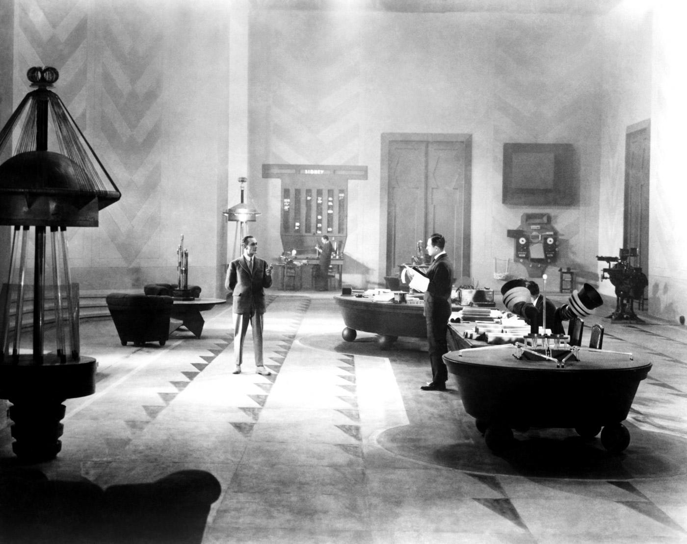 an analysis of the science fiction movie metropolis Although the first science fiction film is generally agreed to be metropolis follows the the class divide sets up the essential conflict of the movie.