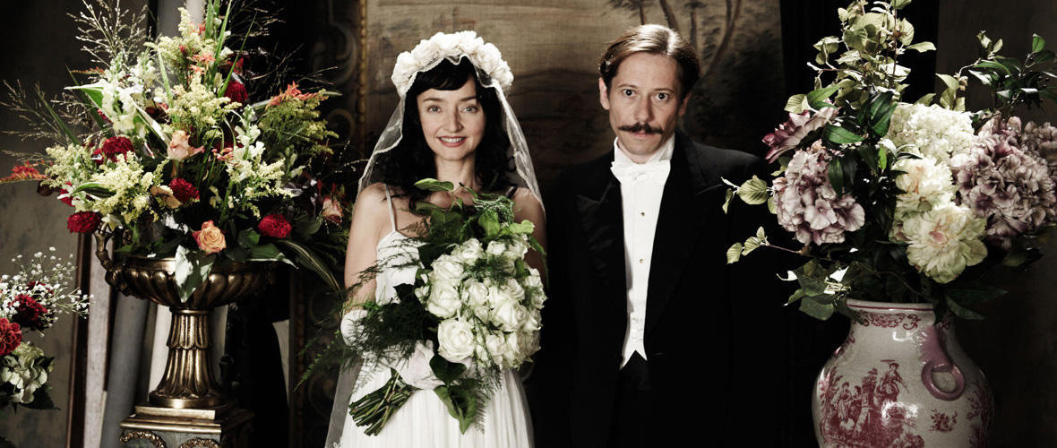 Maria de Medeiros as Faringuisse and Mathieu Amalric as Nasser Ali in