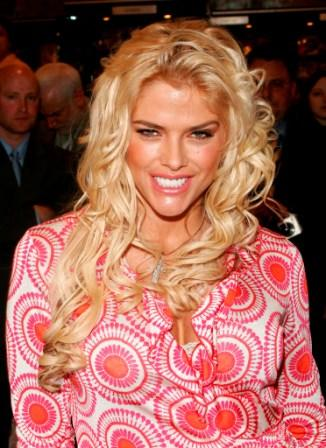 Anna Nicole Smith at the Grand Central Station to kick off the new National Enquirer magazine.