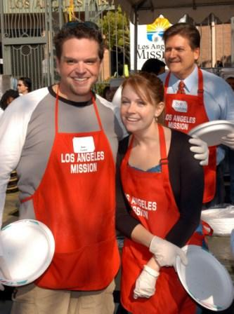 Ron Lester and Melissa Joan Hart at the Celebrities Serve Thanksgiving Meal for the Homeless.