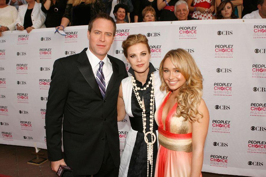 Rob Bogue, Gina Tognoni and Hayden Panettiere at the 33rd Annual People's Choice Awards.