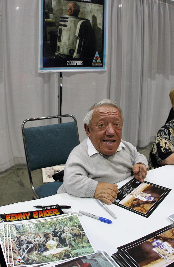 Kenny Baker signs autographs during the opening day of 'Star Wars Celabration IV.