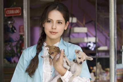 Martina Garcia as Julia in ``No Eres Tu, Soy Yo.''