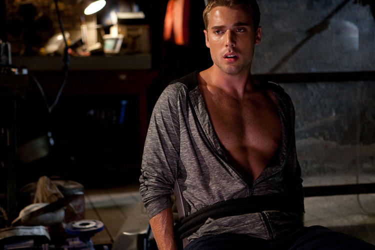 Dustin Milligan in