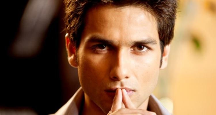 Shahid Kapoor as Karan in