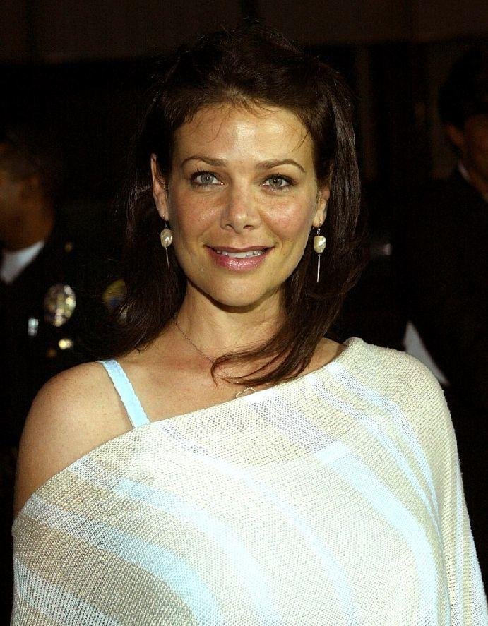 Meredith salenger upskirt — photo 10