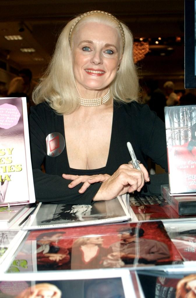 Celeste Yarnall at the Hollywood Collectors and Celebrity Show.