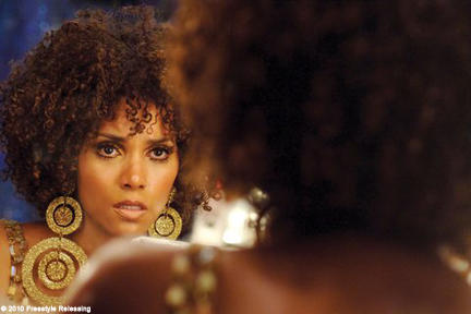 Halle Berry as Frankie Murdoch in