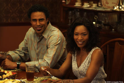 Rick Fox and Angela Bassett in