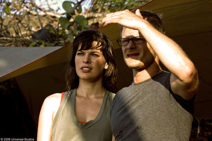 Milla Jovovich as Cydney and Steve Zahn as Cliff in