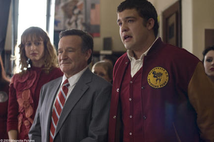 Alexie Gilmore as Claire, Robin Williams as Lance and Zach Sanchez as Peter in