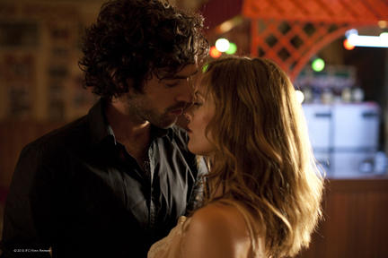 Romain Duris as Alex and Vanessa Paradis as Juliette in
