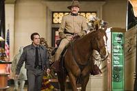 Ben Stiller, Robin Williams and his steed in