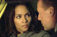 Halle Berry and Bruce Willis in