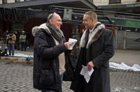 Director Akiva Goldsman and Russell Crowe on the set of