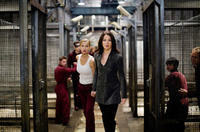 Emma Frost (Tahyna Tozzi) and Silverfox (Lynn Collins) in