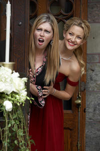 Diora Baird as Rachel and Kate Hudson as Alexis in