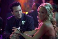 Dane Cook as Tank and Kate Hudson as Alexis in