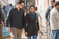 Leonardo Dicaprio as Roger Ferris and Golshifteh Farahani as Aisha in