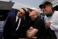 Robert De Niro, Director Barry Levinson and Art Linson on the set of